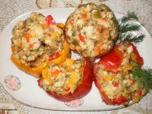 Papryki faszerowane mięsem i kasza manną
