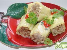 Papryki faszerowane w sosie koperkowym: