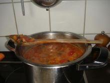 Parowki w sosie pomidorowym,purre ziemni