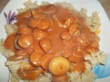 Parówki z pieczarkami w sosie pomidorowym