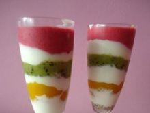 Pasiasty deser jogurtowo-owocowy