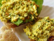 Pasta jajeczna z koperkiem i prażoną cebulką
