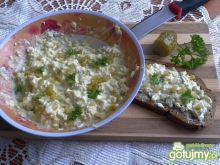 Pasta jajeczna z korniszonem