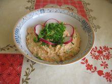 Pasta jajeczna z papryką i rzodkiewką