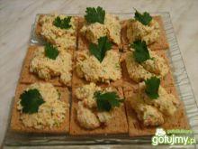 Pasta jajeczna z surimi i szczypiorkiem