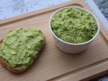 Pasta jajeczna z zielonym groszkiem