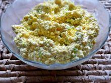 Pasta jajeczna z żółtym serem i porem