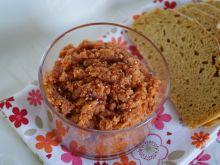 Pasta kanapkowa z jaglanki i suszonych pomidorów