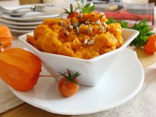 Pasta marchewkowa z pikantną chili  - Warzywna pasta do smarowania pieczywa z prażonymi ziarnami