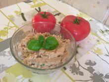 Pasta rybna z suszonymi pomidorami i bazylią