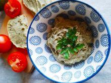 Pasta z awokado, ciemnych oliwek i jajek