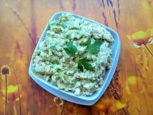 Pasta z awokado, jajek i ogórków kiszonych