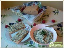 Pasta z czerwonej sałaty, warzyw i kurcz