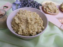 Pasta z kaszy jaglanej i groszku konserwowego