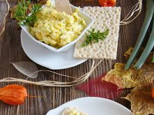Pasta z mozzarellą ananasem i curry