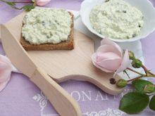 Pasta z sera białego, jajka i młodego jęczmienia