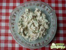 Pasta z wędzonej ryby, sera i cebuli.