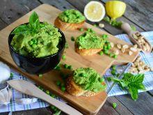 Pasta z zielonego groszku z dodatkiem orzeszków