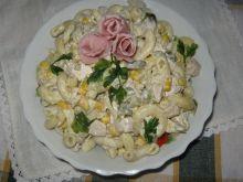 Pastani i kurczak w sałatce