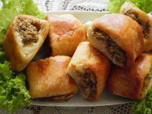 Paszteciki drożdżowe z farszem mięsno-gr