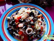 Patelnia morka z ryżem i oliwkami