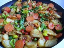 Patelnia pelna warzyw