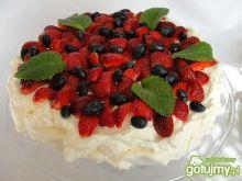 Pavlova z truskawkami i jagodami