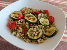 Pęczak z grillowanymi warzywami