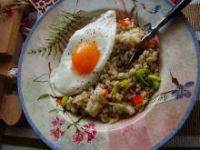 Pęczak z jajkiem sadzonym i mozzarellą
