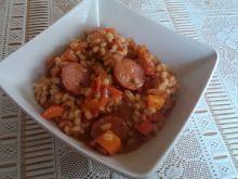 Pęczak z kiełbasą i warzywami