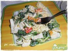 Pekinka z roszponką i papryką marynowaną