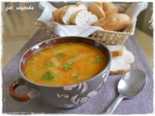 Pełna beta-karotenu zupa z soczewicy