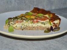Pełnoziarnista tarta z cukinią i pomidorami