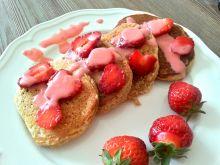 Pełnoziarniste pancakes z truskawkami