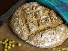 Pełnoziarnisty chleb z zielonego groszku
