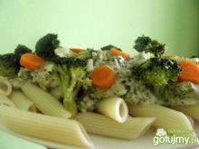 Penne z brokułami w sosie serowym
