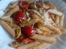 Penne z cukinią, papryką i pomidorami