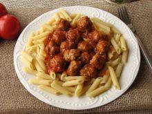 Penne z klopsikami w sosie pomidorowym