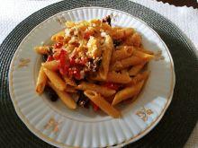 Penne z kurczakiem curry i suszonymi pomidorami