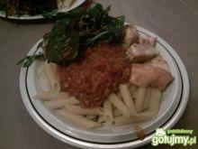 Penne z kurczakiem w sosie pomidorowym