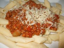 Penne z mięsem i pomidorami