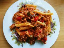 Penne z mięsem mielonym i jesiennymi warzywami