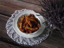Penne z mięsno - soczewicowym sosem