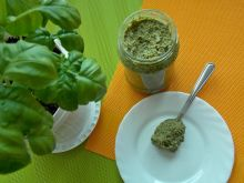 Pesto z rukoli i bazyli
