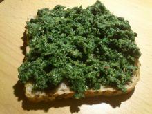 Pesto z rukoli na grzankach