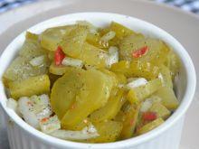 Pikantna sałatka z kiszonych ogórków
