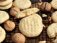 Piaskowe ciasteczka z orzechami włoskimi bez jajek