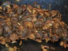 Pieczarki, smażone z migdałami: