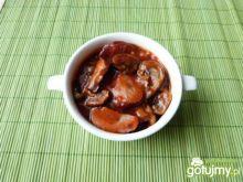 Pieczarki z kiełbasą w sosie pomidorowym