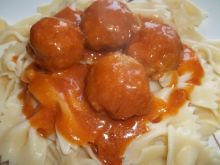 Pieczarki z mięsem mielonym w sosie pomidorowym